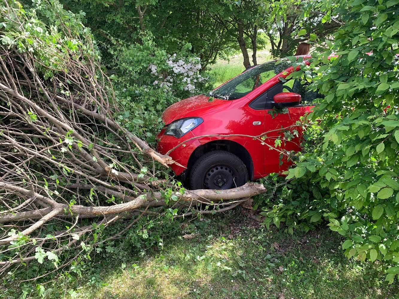 Færdselsuheld i Kregme - Bil ramte træ