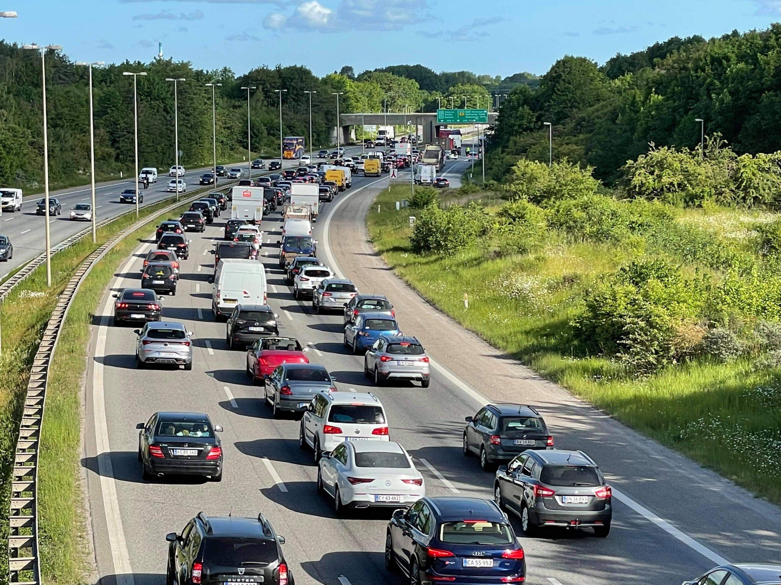 Større kø på Amagermotorvejen efter lastbilulykke