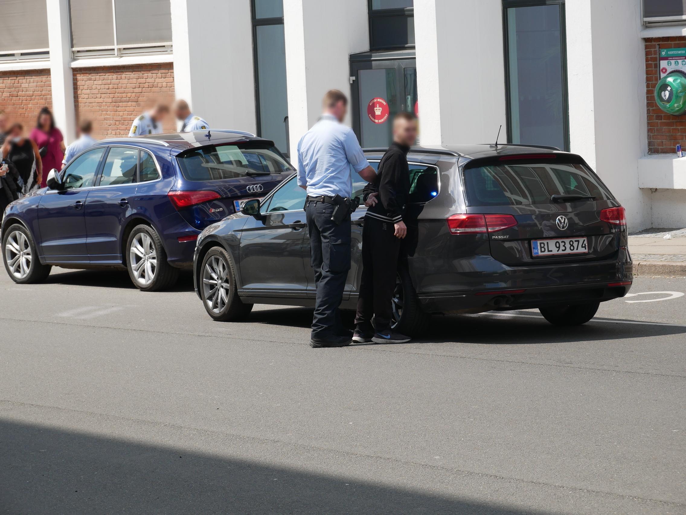 Uro og anholdelser foran retten i Horsens