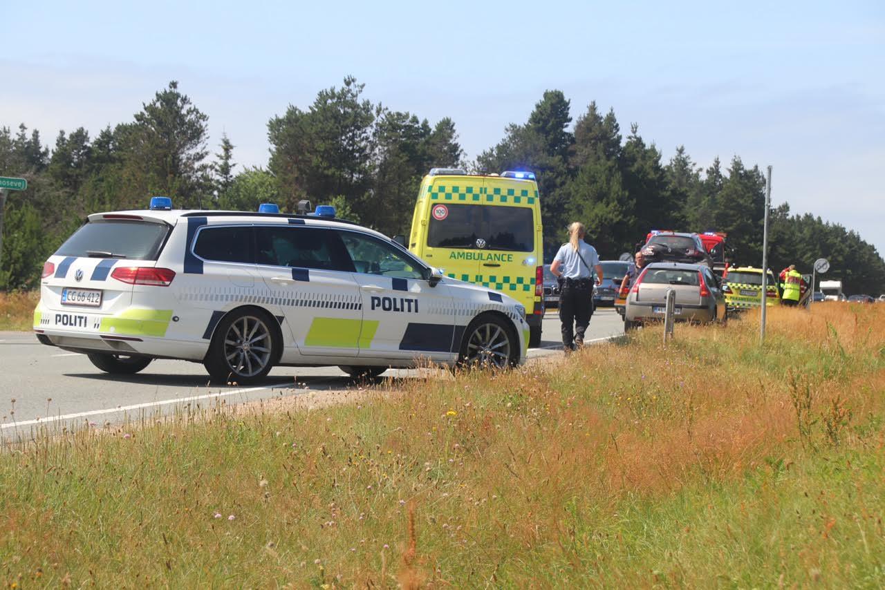 To biler kørt sammen - Flere personer bragt til tjek på sygehuset
