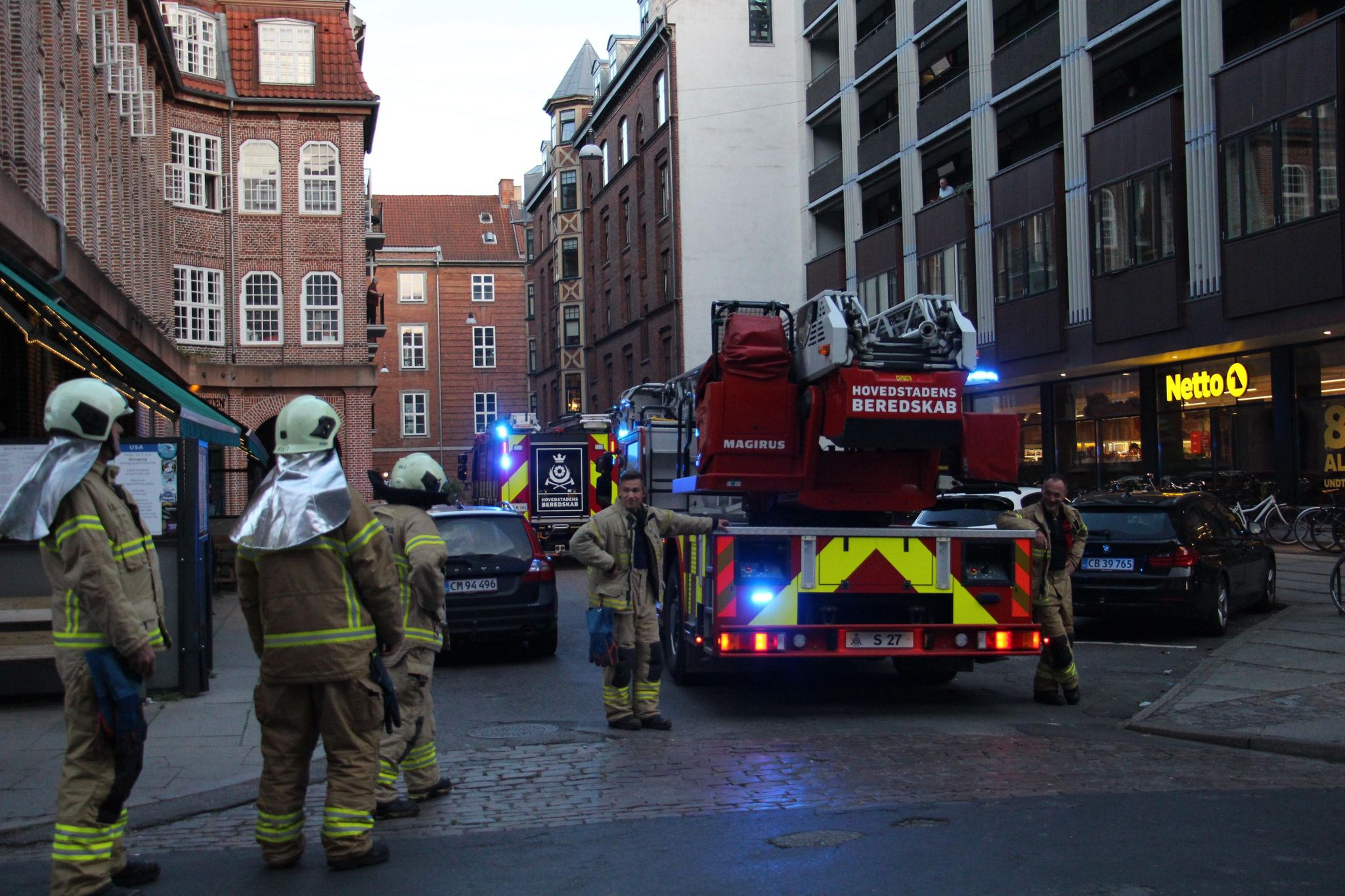 Politi og redning i København - to tilset af ambulance