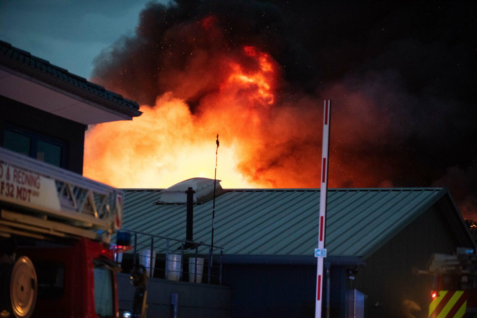 Giftig røgudvikling efter brand i Sønderborg - bliv væk