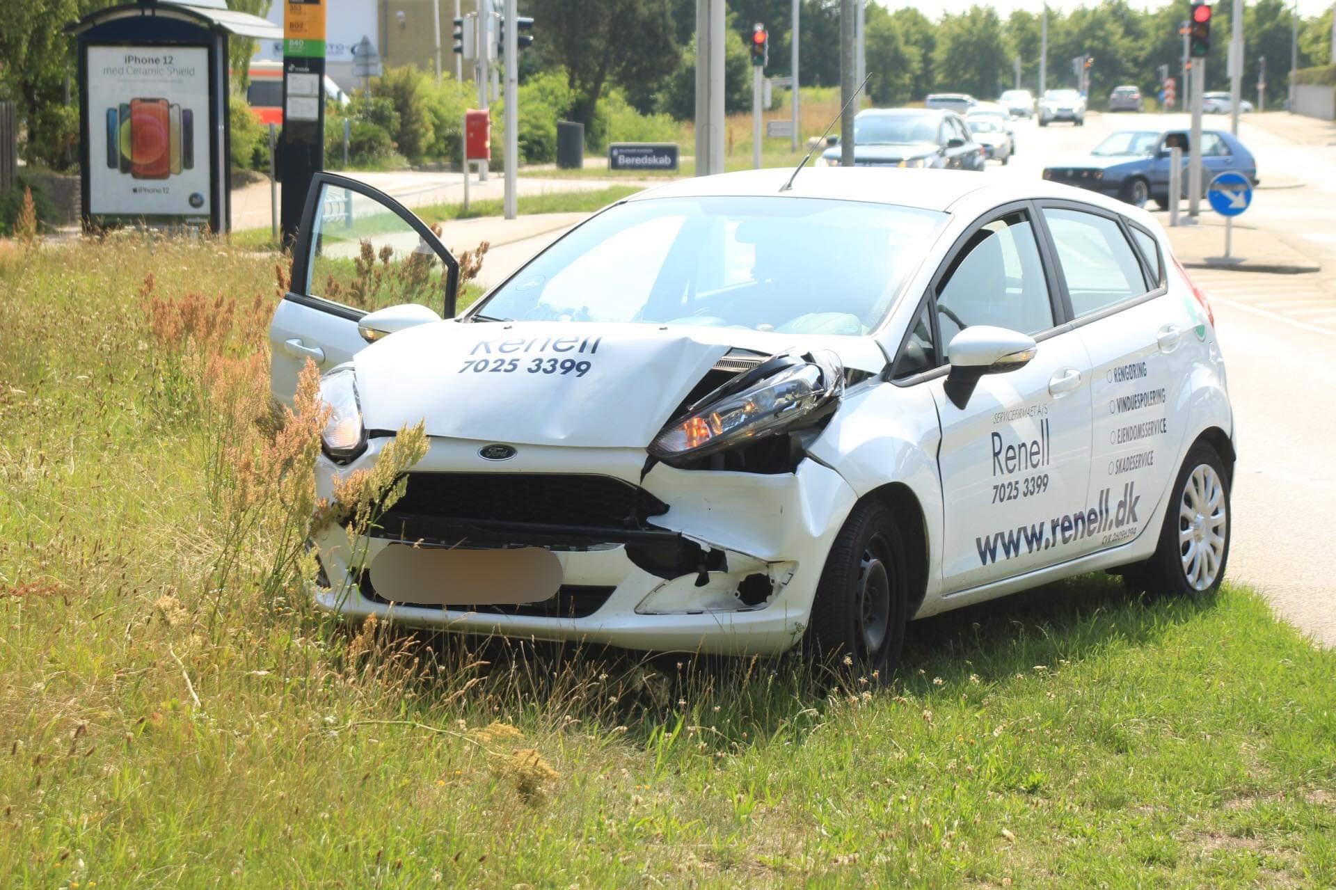 Mindre færdselsuheld i Helsingør - 2 biler kørt sammen