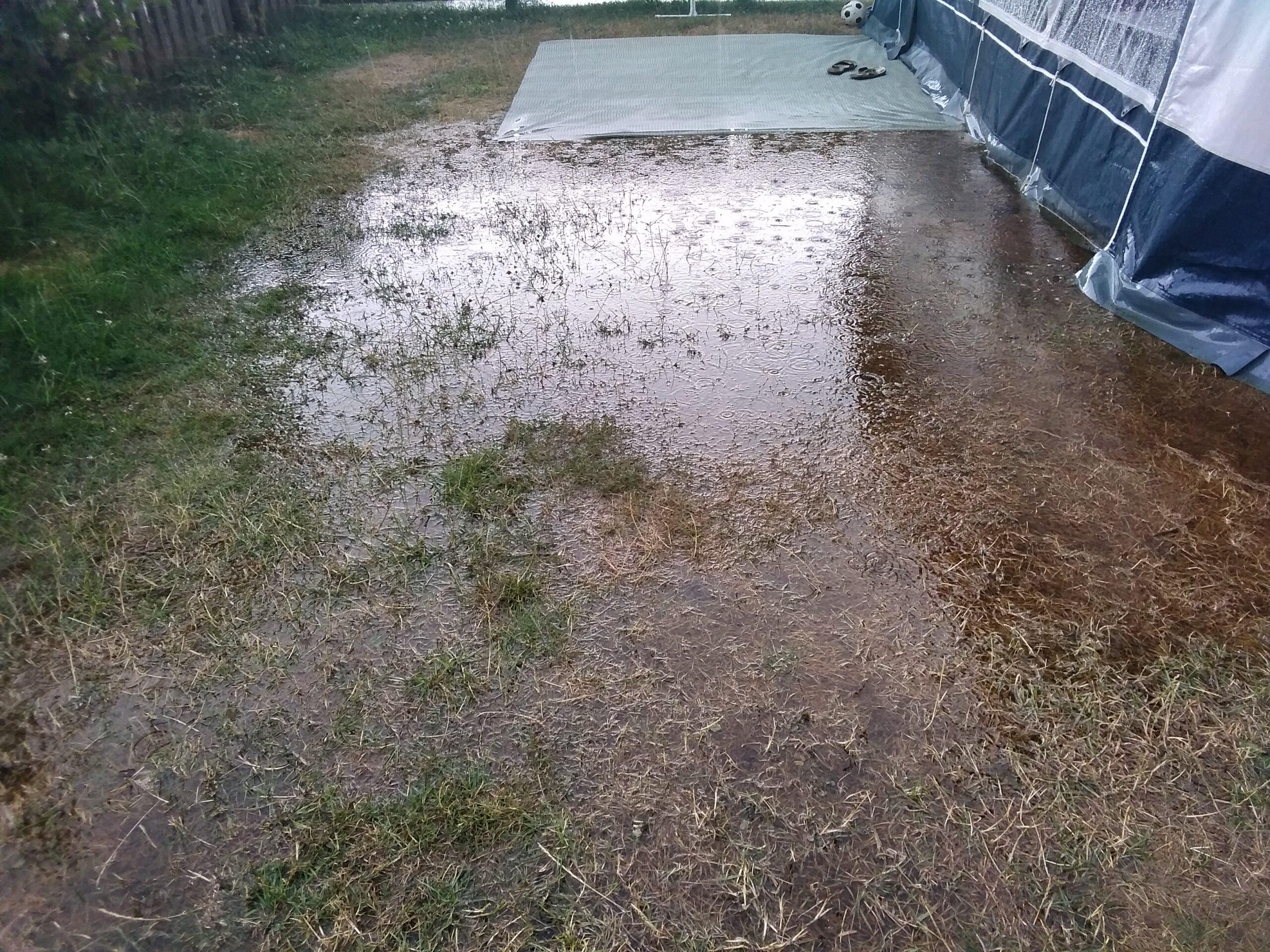 Regnen skaber oversvømmelser rundt i landet