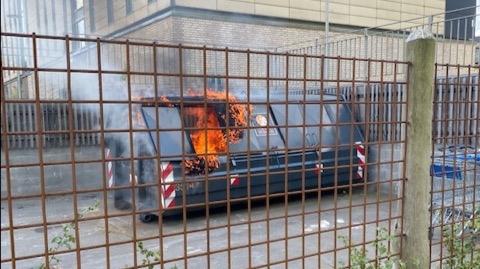 Ild i container - startet af grill