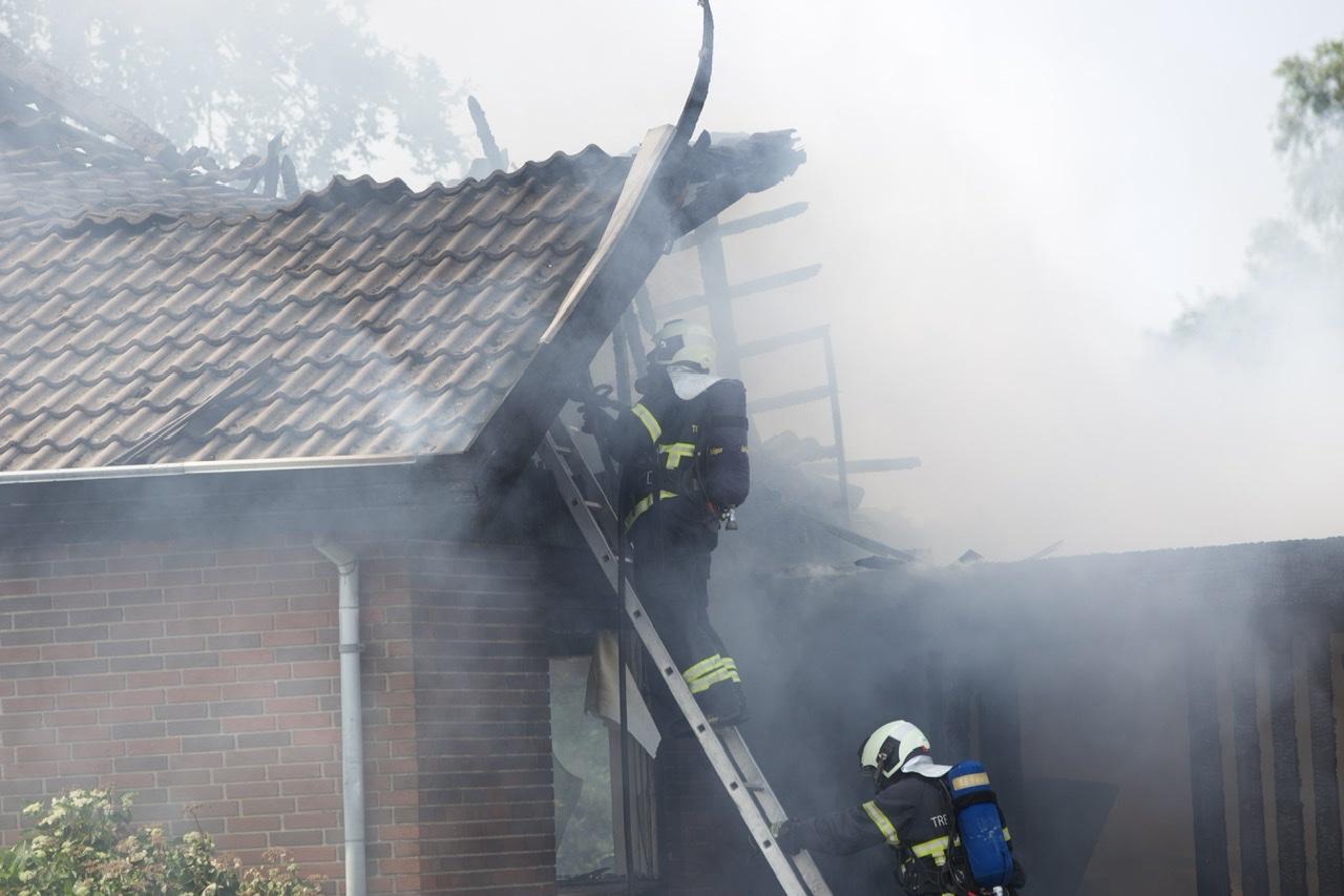 Ild i villa og carport i Vamdrup
