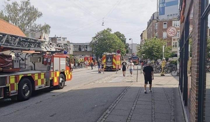 Brand i storcenter  i Valby - brandvæsnet er fremme