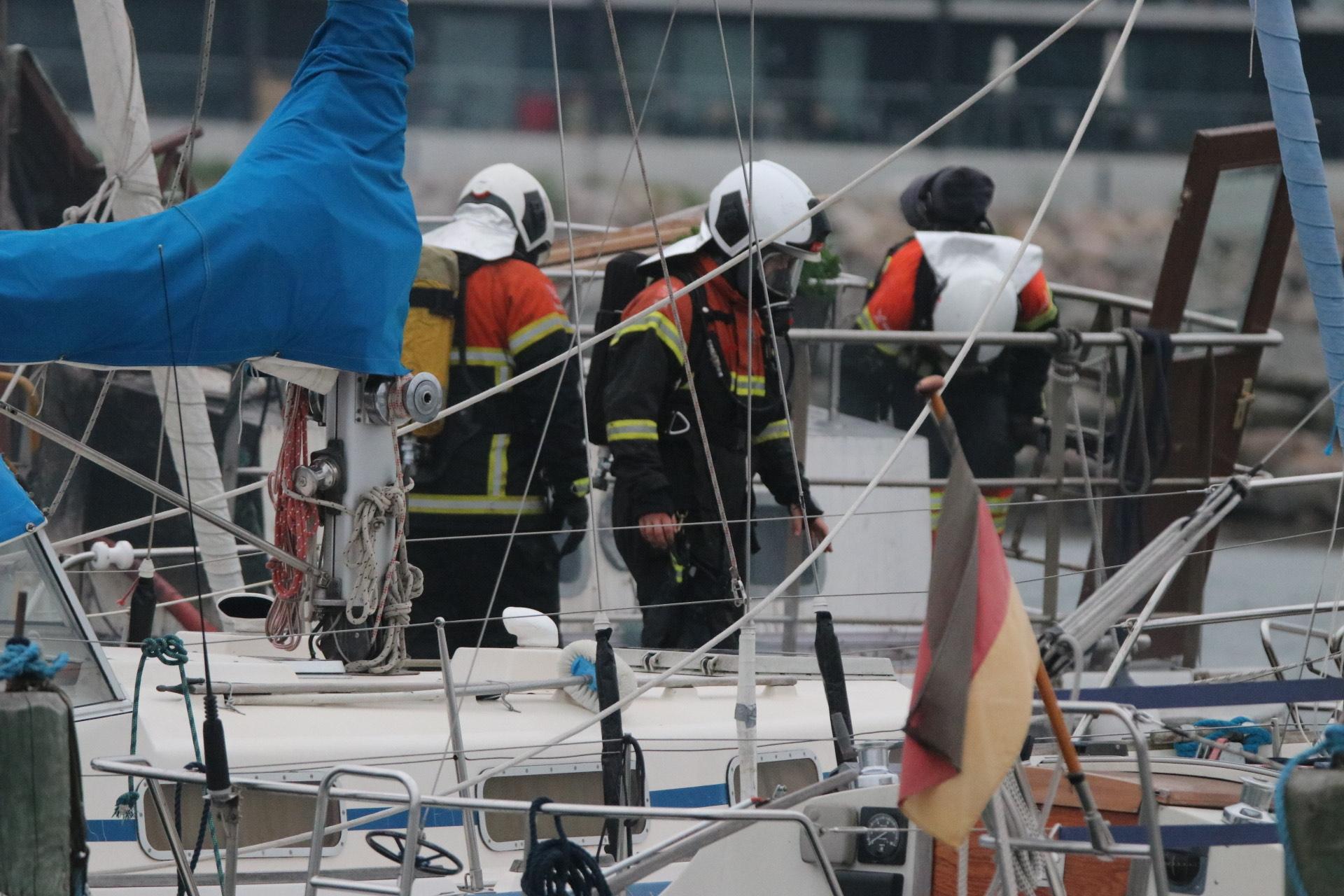 Skibsbrand i Nyborg - slukningsarbejde igang