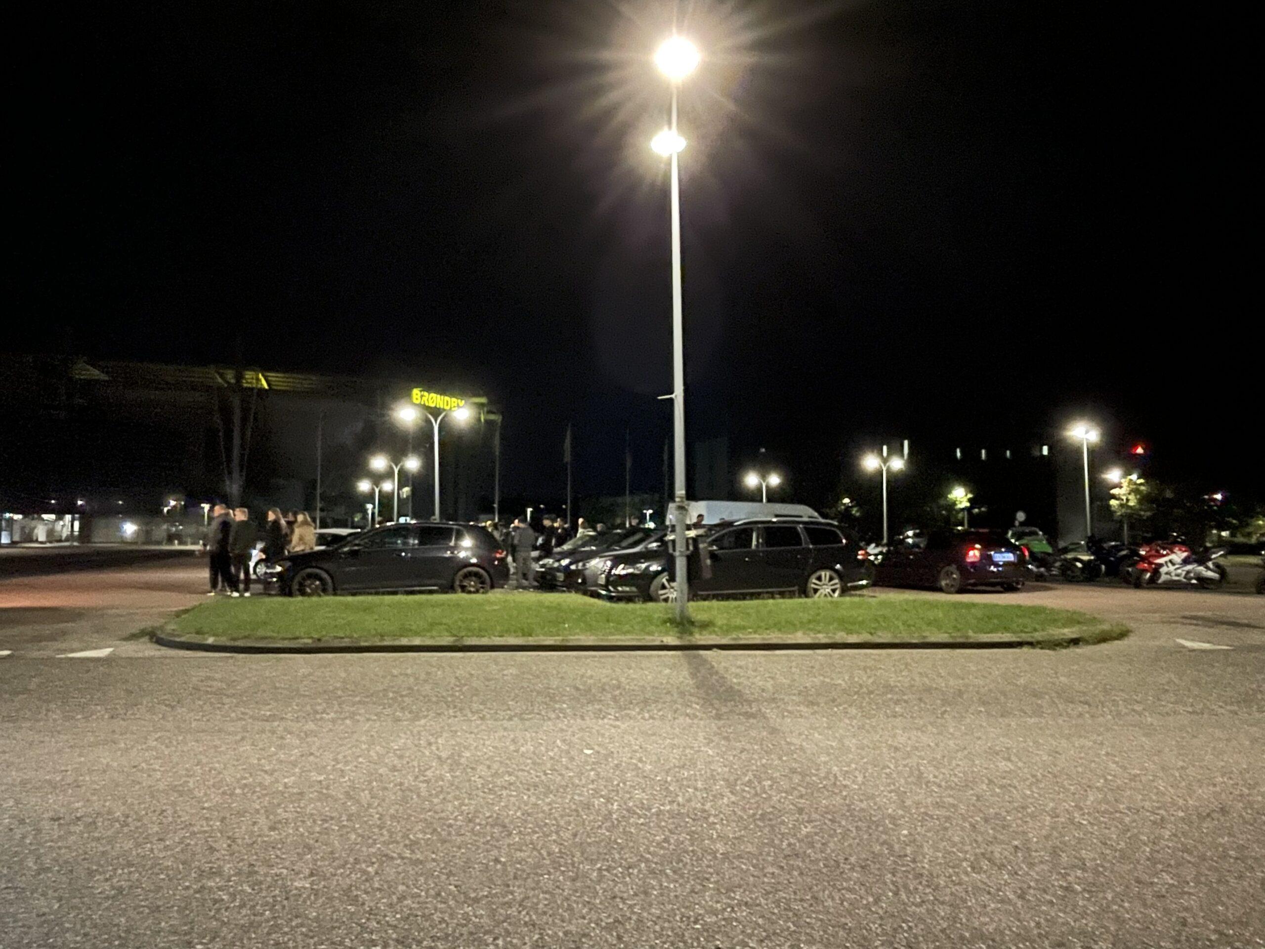 Striben Brøndby er samlet - der hygges på p-plads