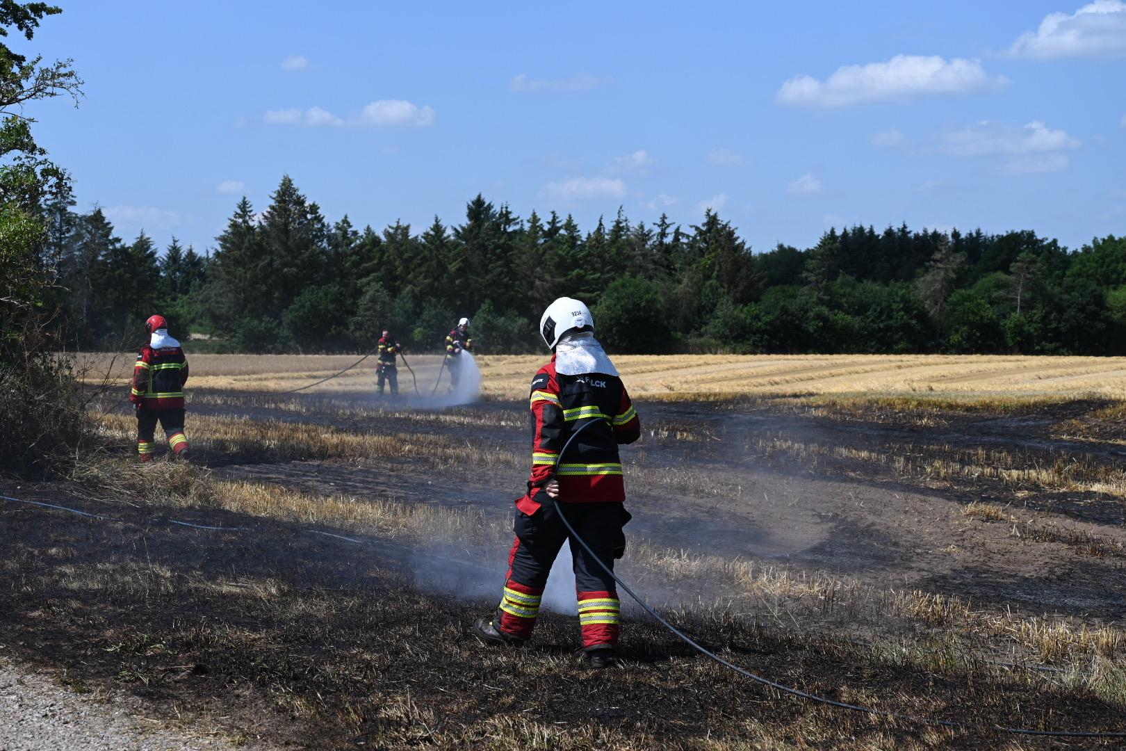 Traktor i brand - Antændte mark i Vojens