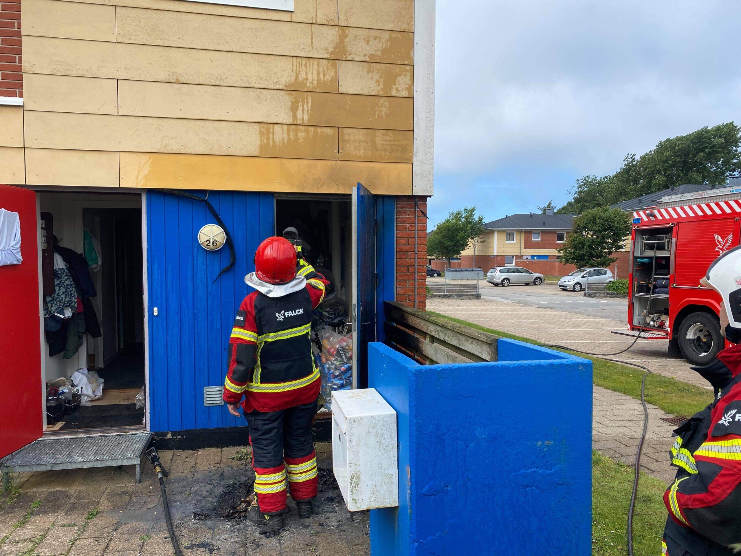 Brand i rækkehus i Hirtshals - brandvæsnet er på stedet