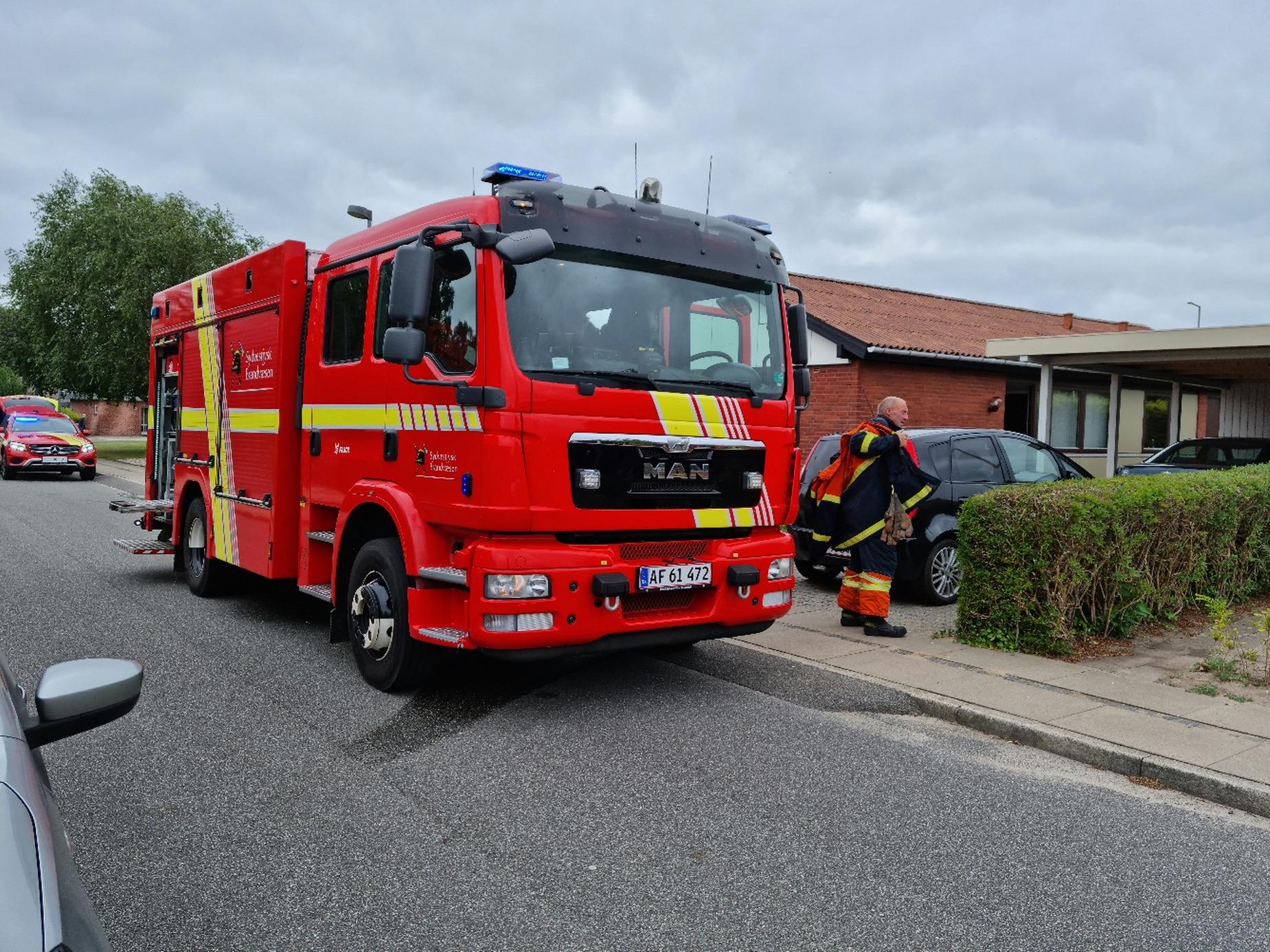 Melding om brand i villa - røg steg op fra huset