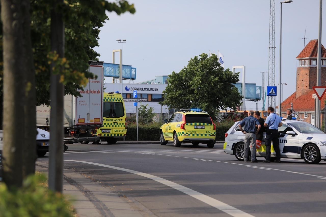 Lastbil og cyklist i uheld på Bornholm