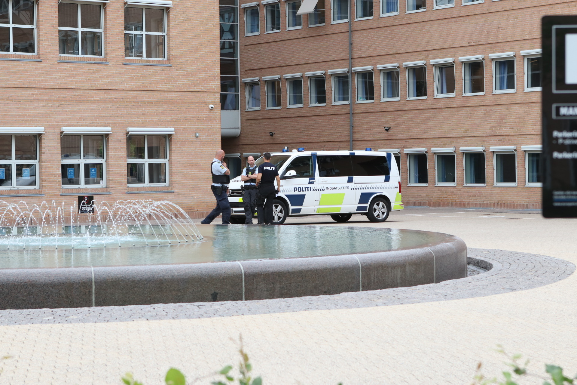 Politiet talstærkt til stede ved Retten i Glostrup