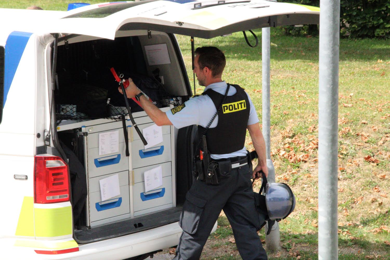 Politiet talstærkt til stede ved hospital