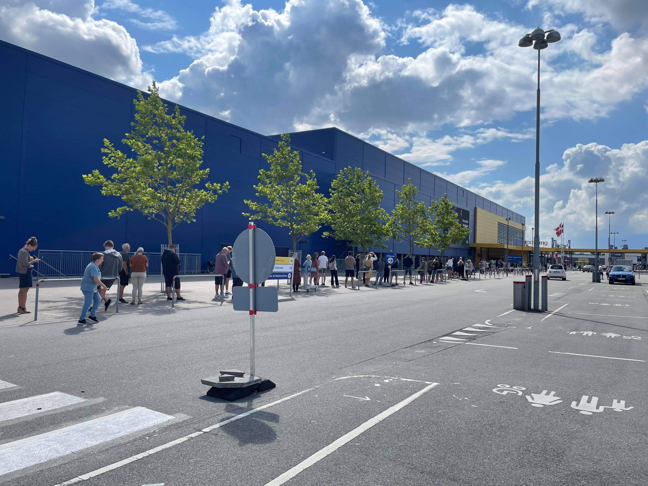 Stor vandskade lukker Ikea - har skabt større kø