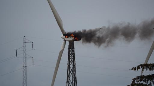 Heftig brand i vindmølle i Thyholm