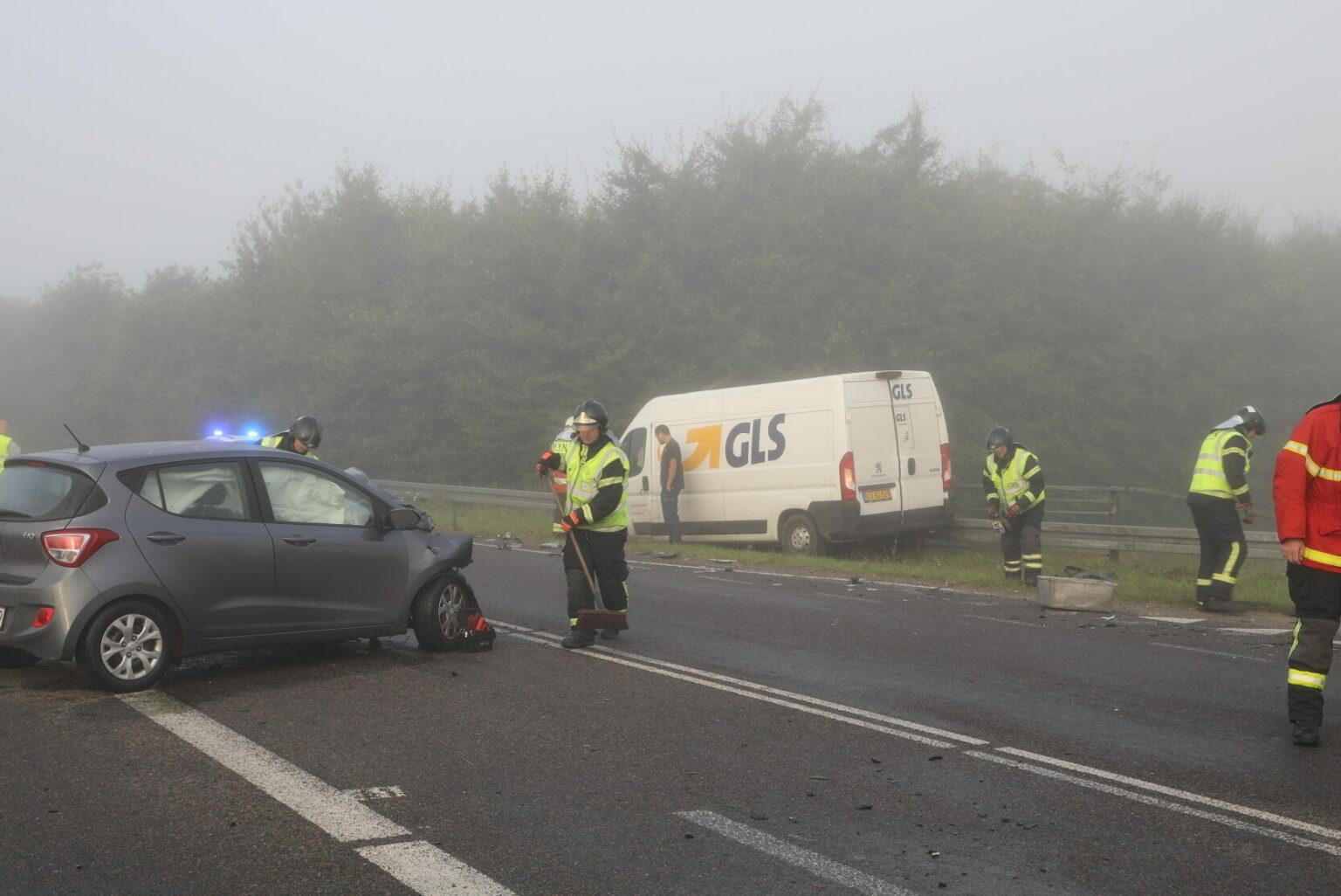 GLS varevogn i frontalulykke med personbil