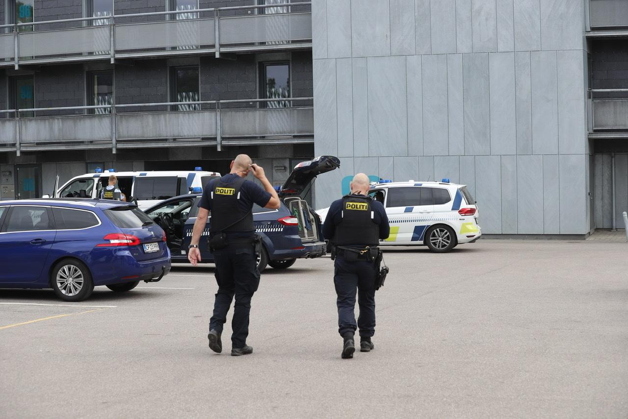 Større politiopbud i Albertslund - område afspærret