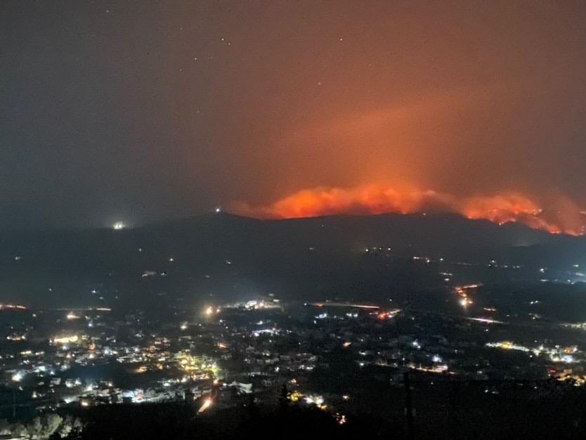 Vanvittigt store skovbrande raserer på ferieøen Rhodos