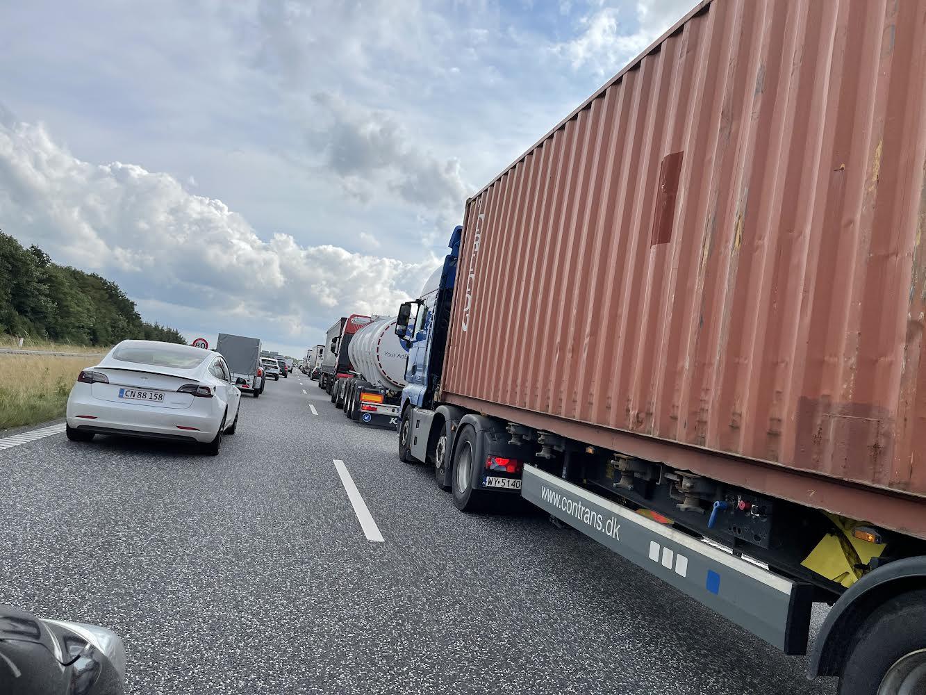 Kontrol af køretøjer - skaber kø på motorvej
