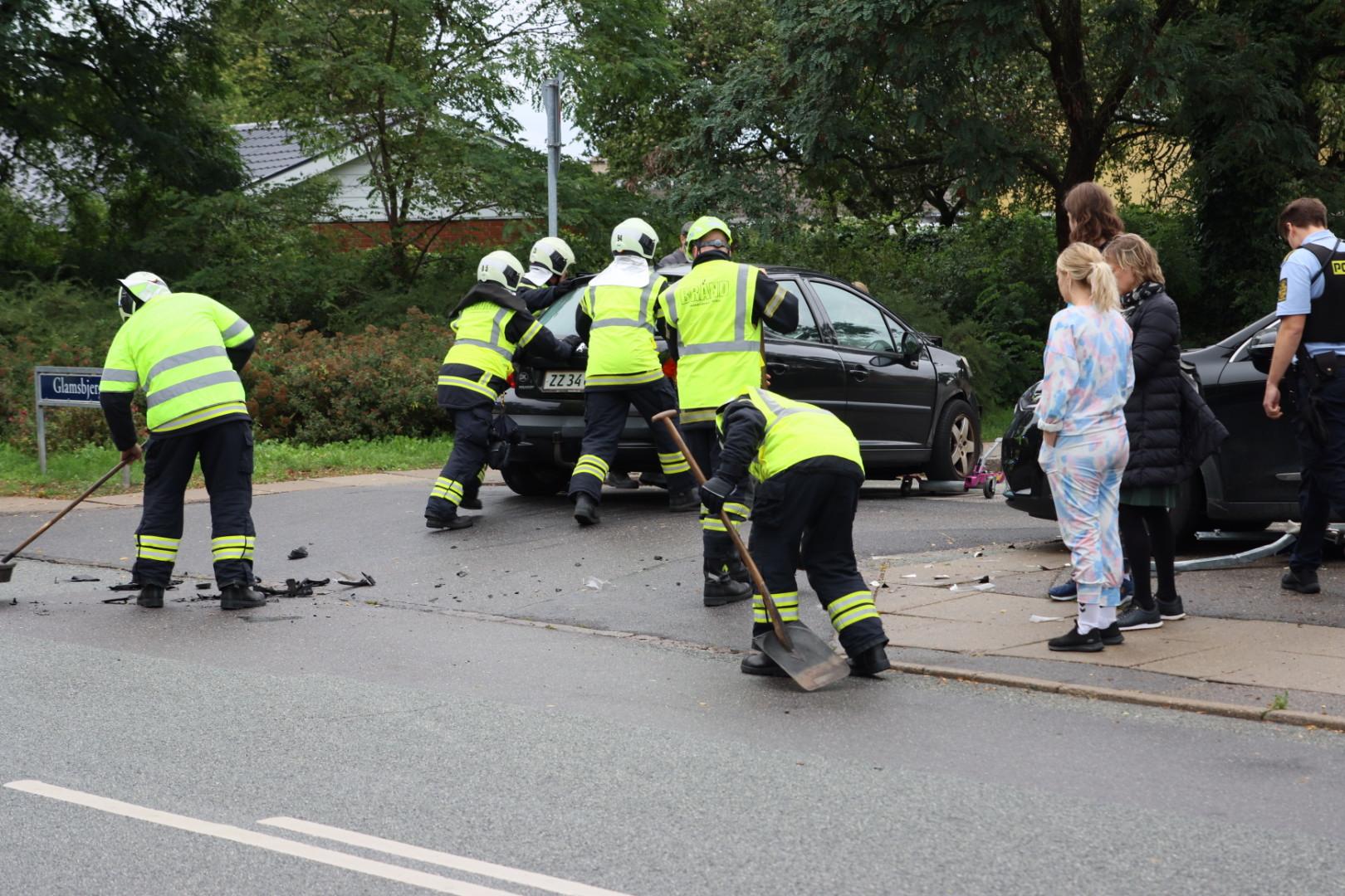 Politi og redning på stedet - alvorlig trafikulykke