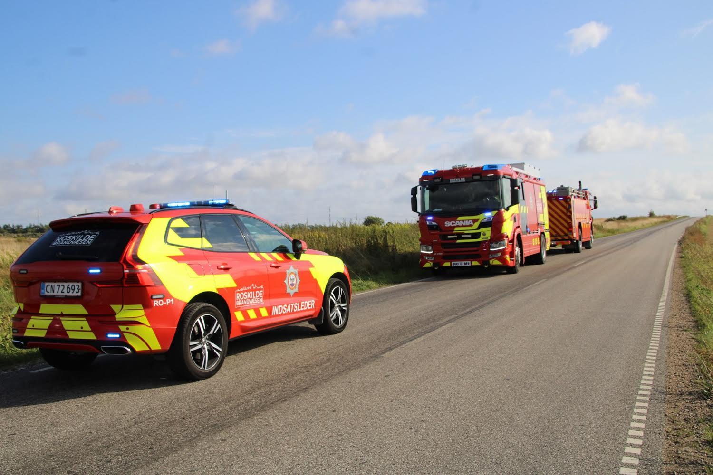 Brandvæsen fremme ved markbrand i Roskilde
