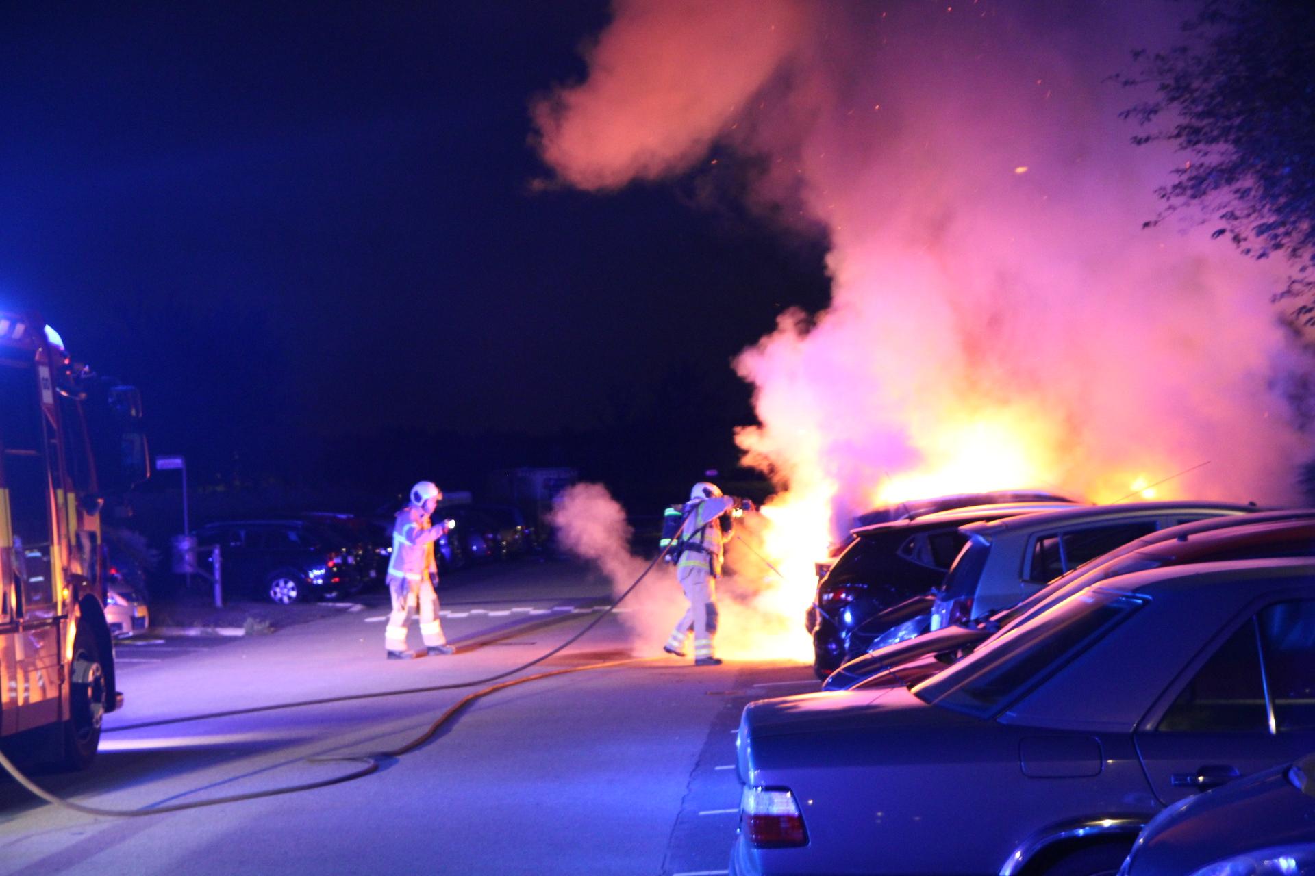 Flere biler i brand i Brøndby strand - område afspærret