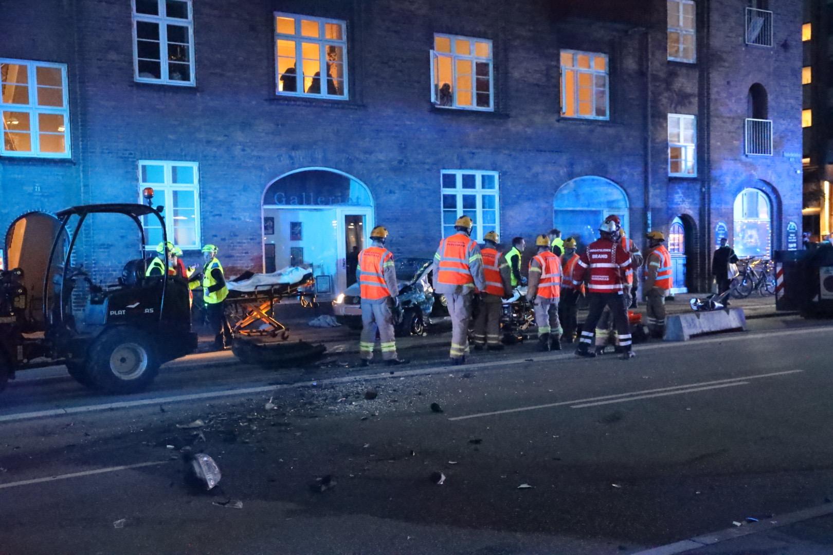 Voldsomt færdselsuheld i København - redning er fremme
