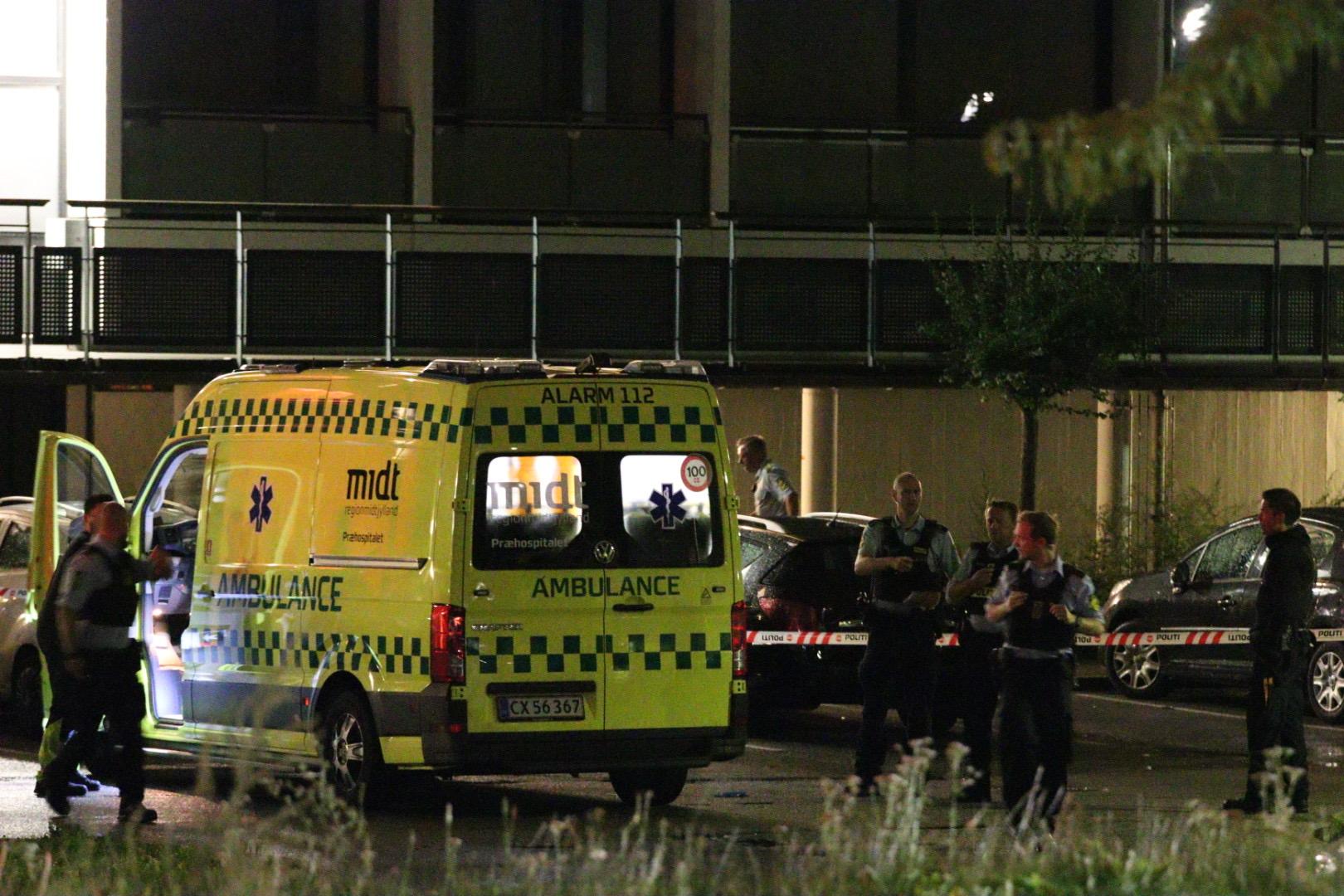 Kæmpe politiaktion - ambulance kørt med politieskorte
