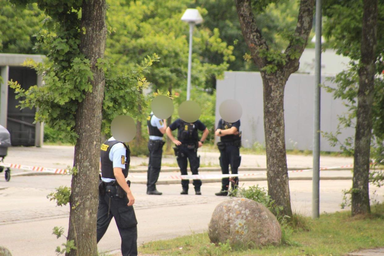 Stort politiopbud i Snekkersten efter overfald - større område afspærret