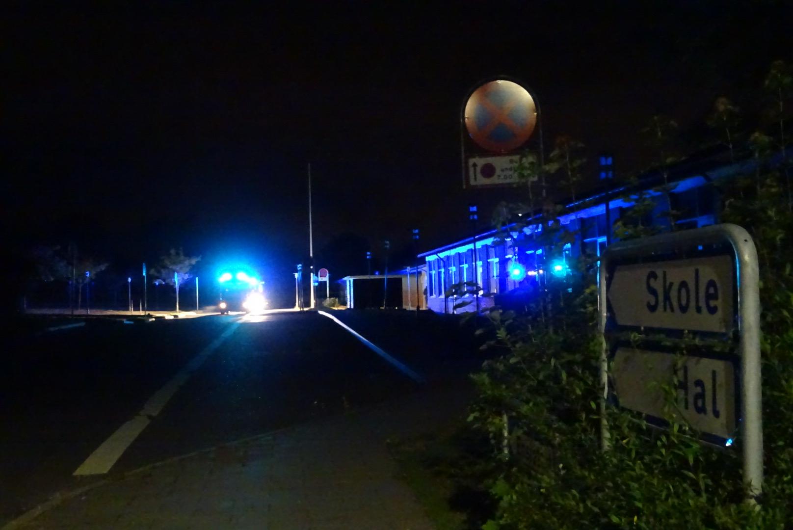 Aktiveret brandalarm på skole - brandvæsnet er på stedet