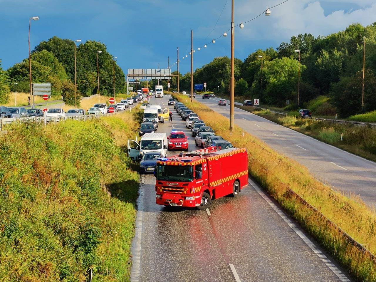 Hillerødmotorvejen spærret af ulykke