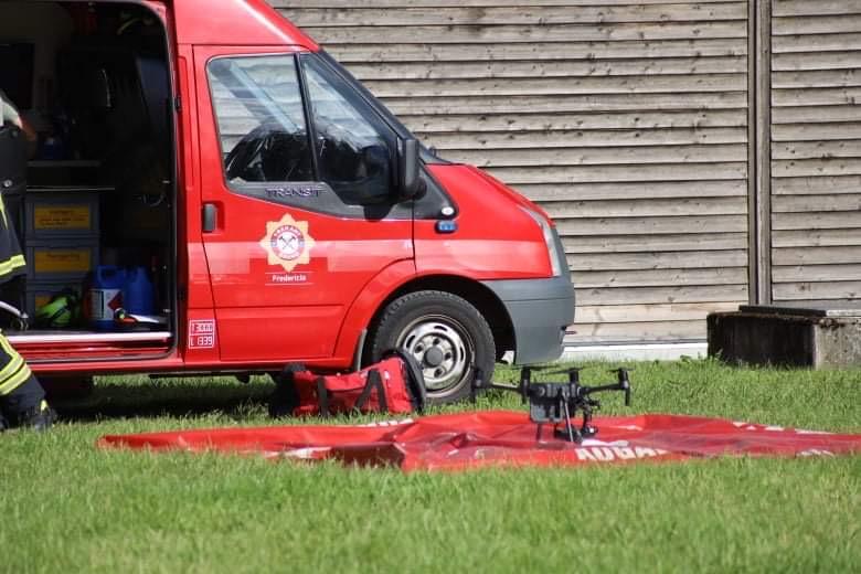 Brandvæsnet med drone til stede i Bjert