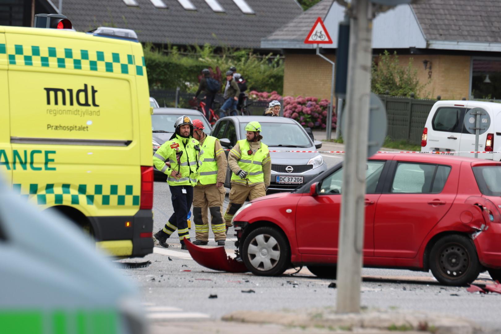 Voldsomt uheld i Aarhus - flere biler i uheld