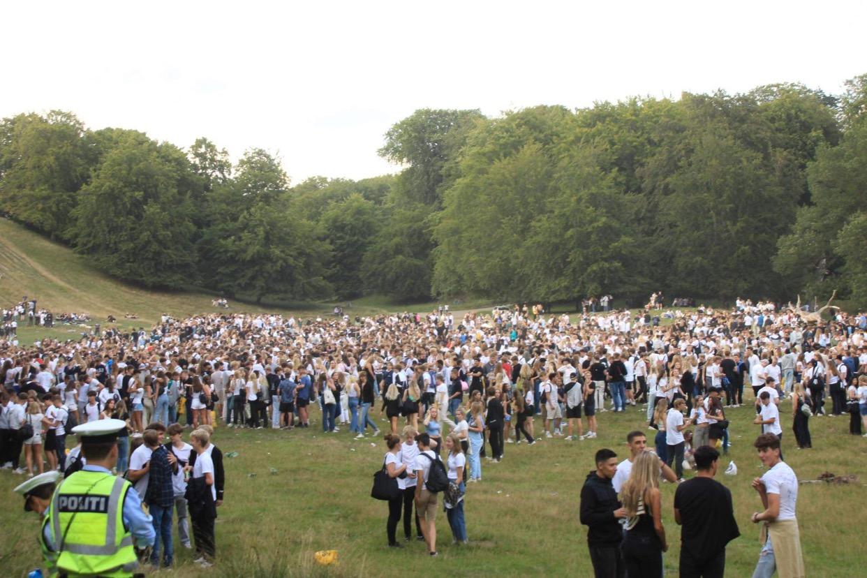 Flere tusinde unge samlet i Dyrehaven - Årets Puttefest er igang