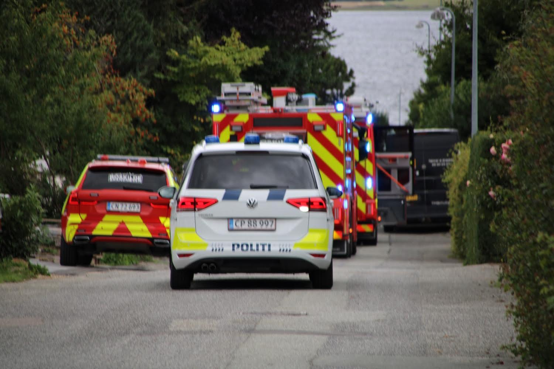 Brand i tag i Roskilde - brandvæsnet fremme