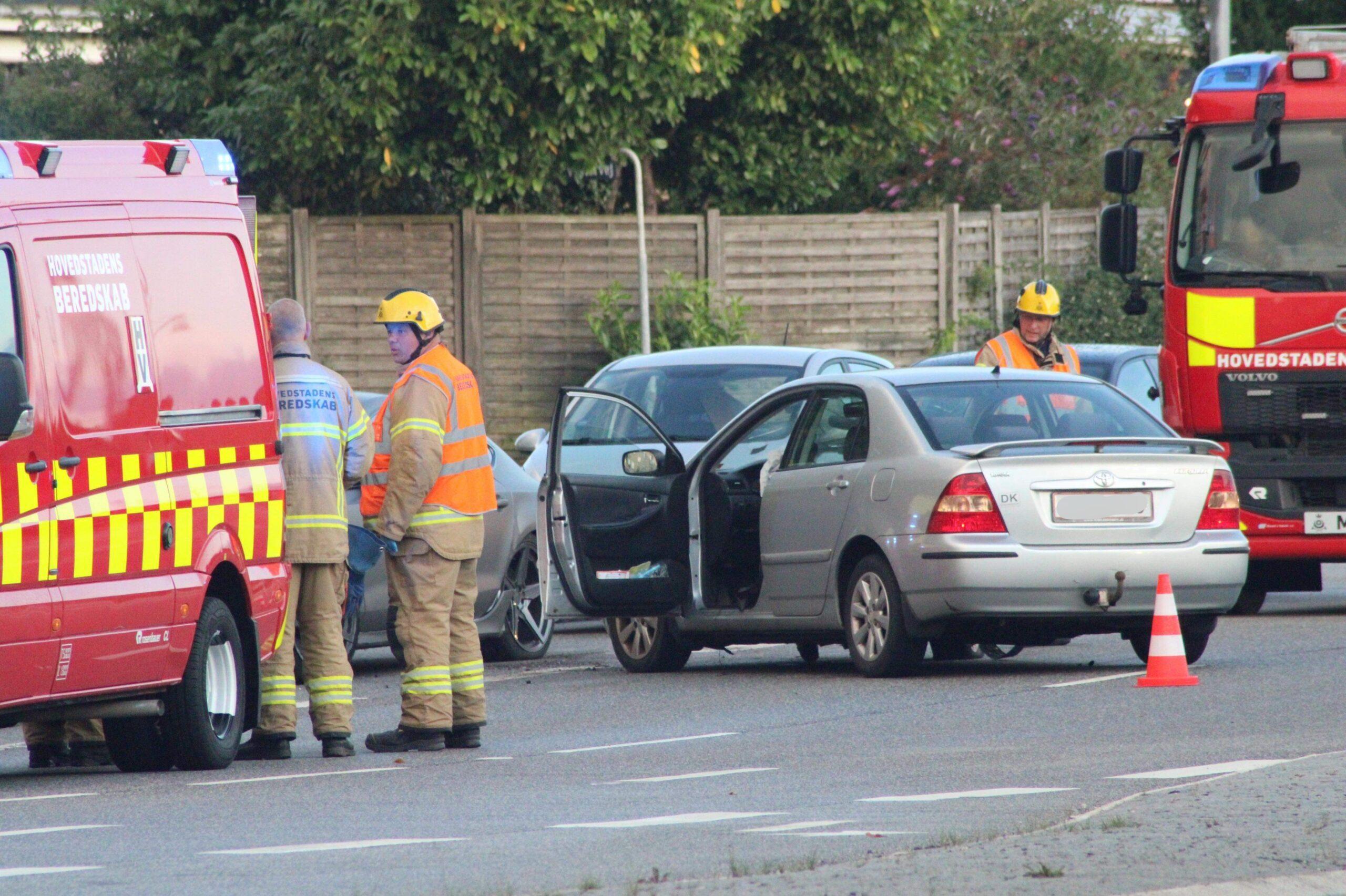 Større færdselsuheld i Glostrup - flere redningskøretøjer fremme