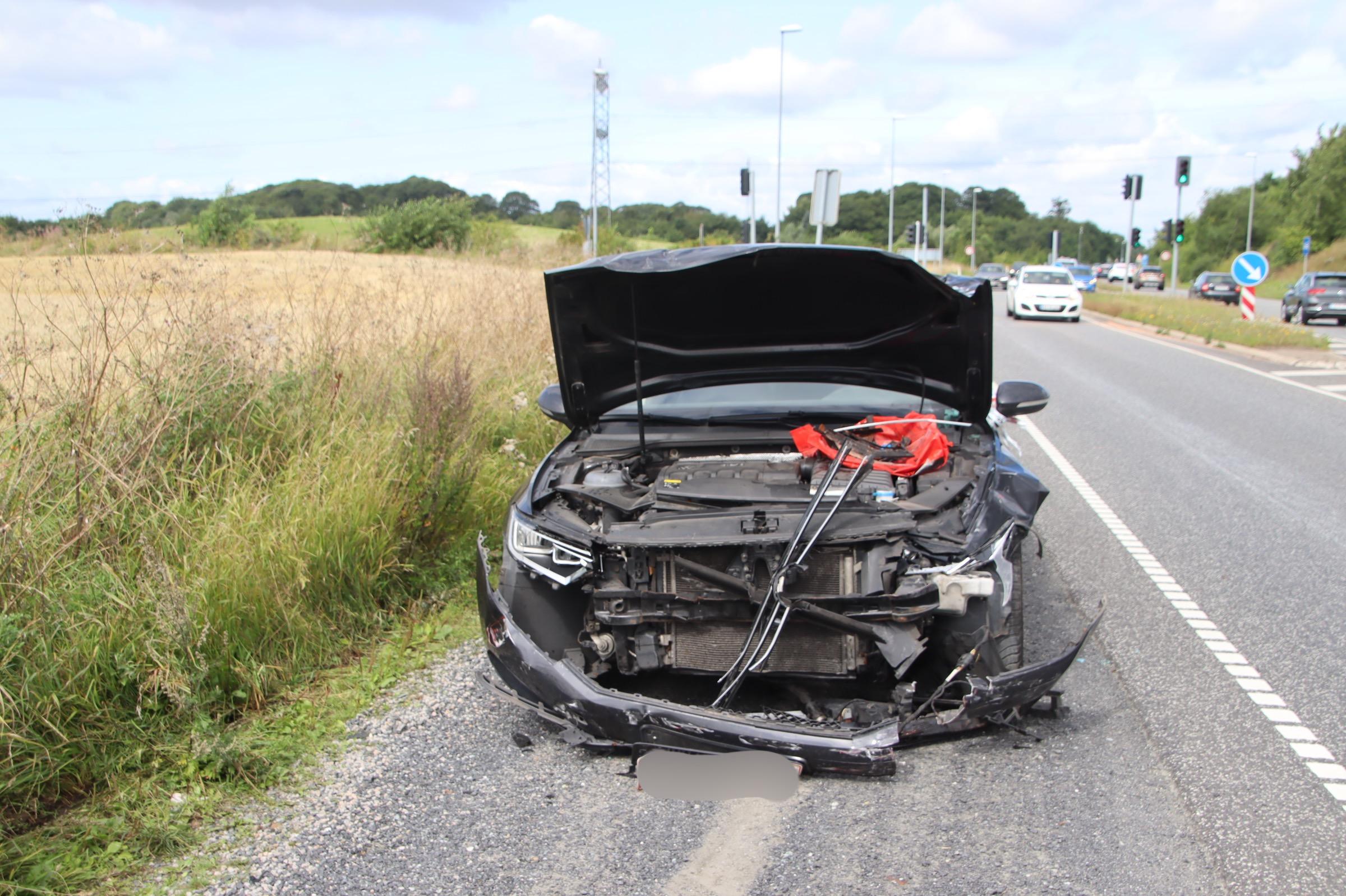Færdselsuheld i Tilst - to biler kørt sammen