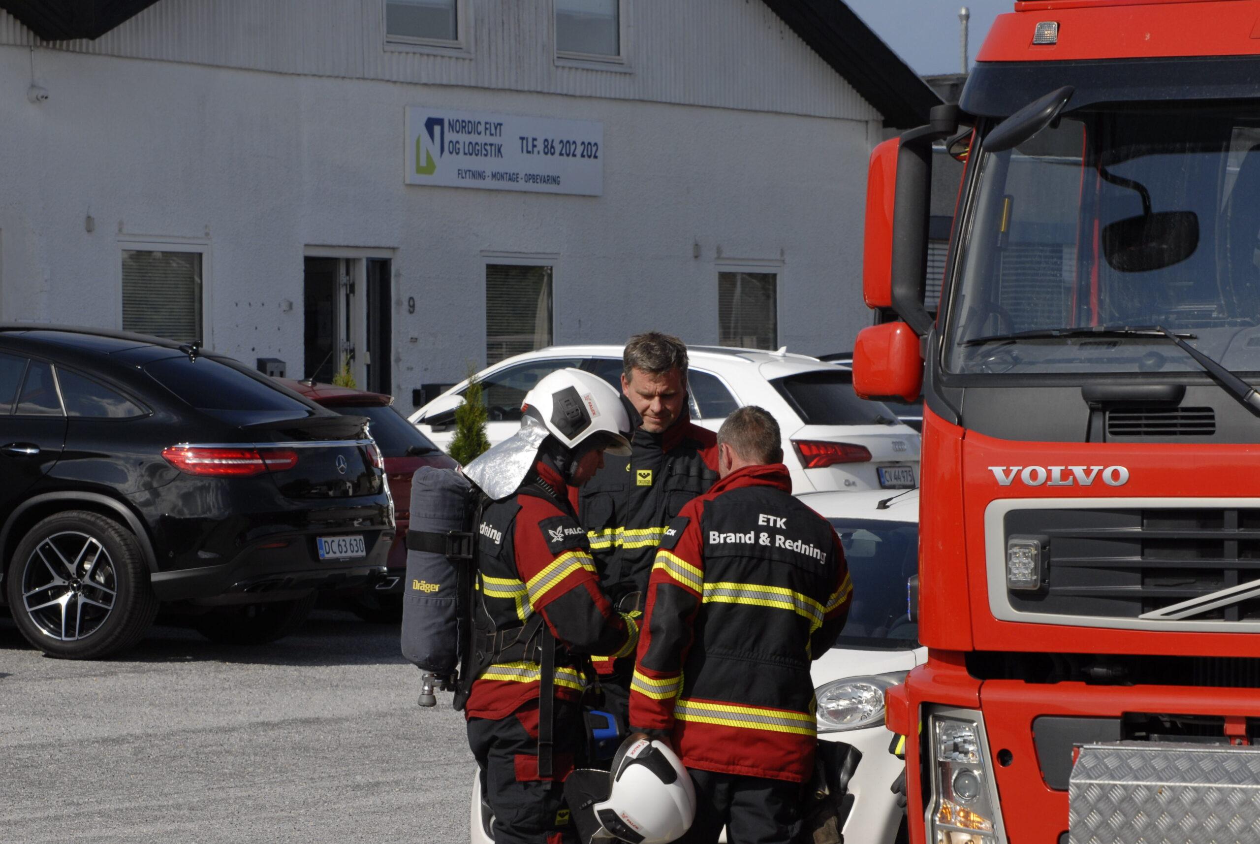 Bygningsbrand startet af ukrudtsbrænder