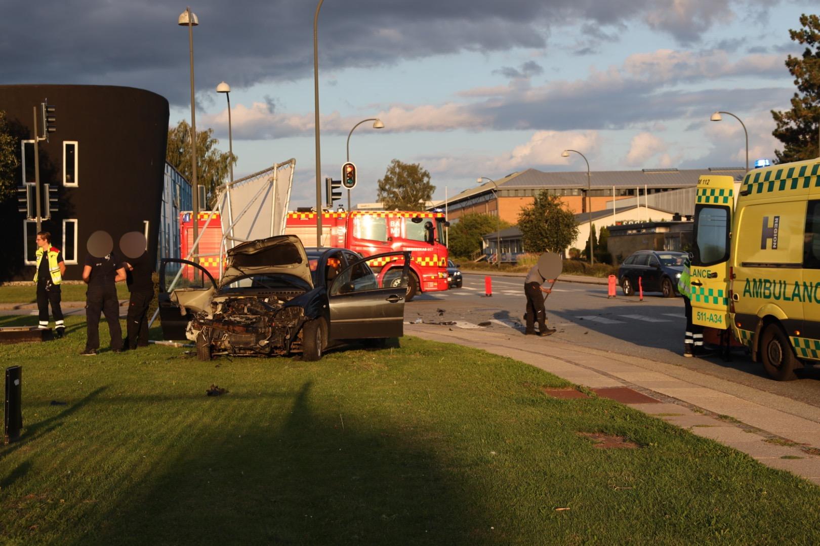 Voldsomt færdselsuheld i Herlev - flere ambulancer fremme