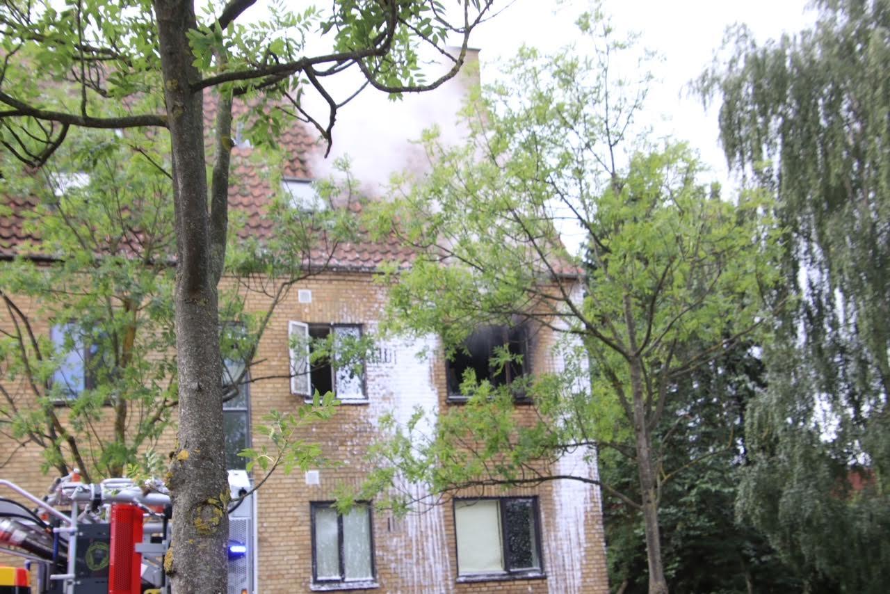 Kraftig brand raserer lejlighed i Gladsaxe