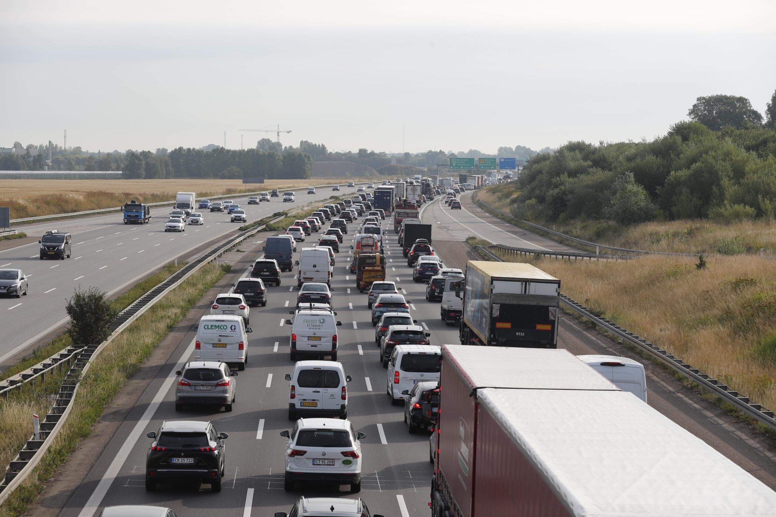 Massiv kø og længere rejsetid efter motorvejsulykke
