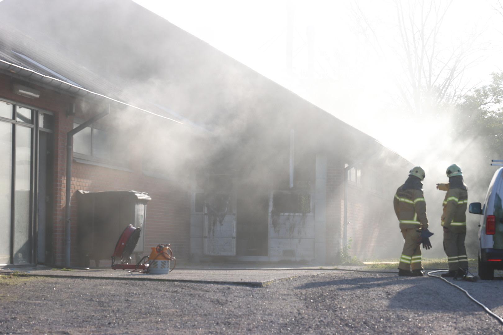 Brand i bygning i Aarhus - brandvæsnet talstærkt til stede