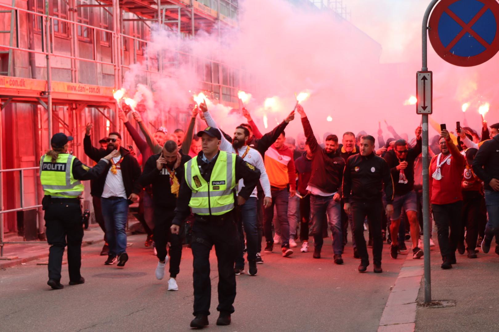 Galatasarayfans i Randers - politiet er talstærkt til stede