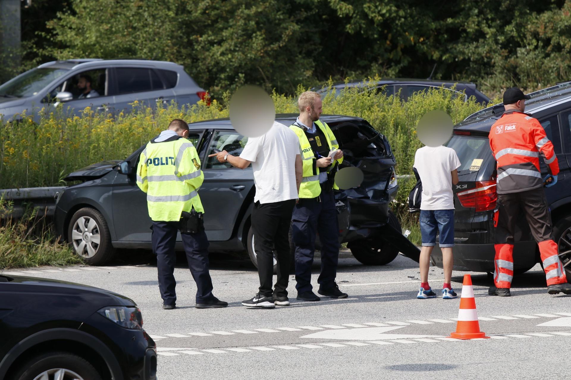Uheld ved Amagermotorvejen - to biler kørt sammen