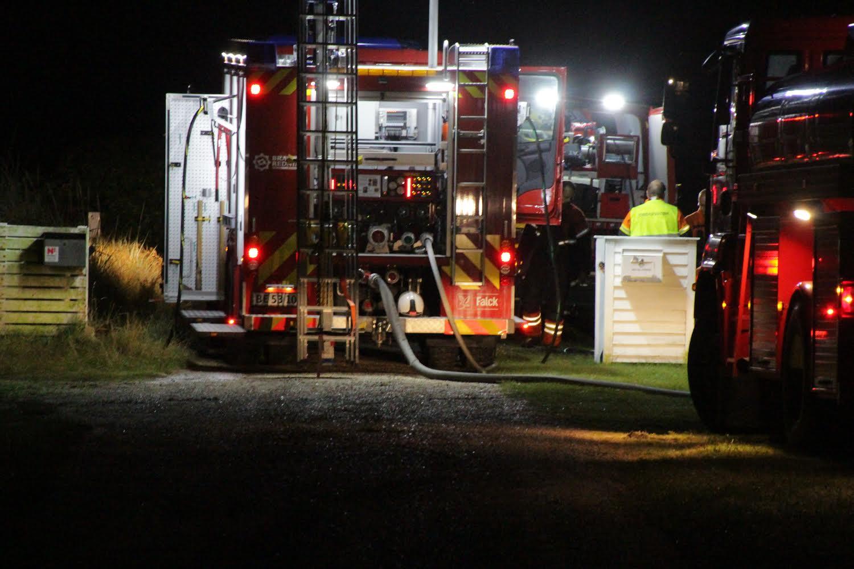 Brand i sommerhus i Hvidesande - brandvæsnet er fremme