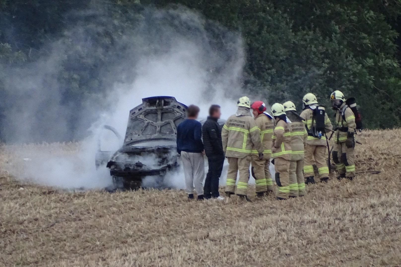 Bilbrand i Solbjerg - bil brudt i brand på mark
