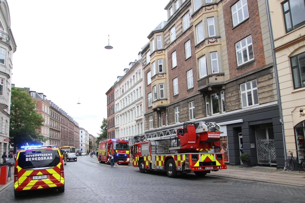 Røg fra lejlighed og igangsat brandalarm