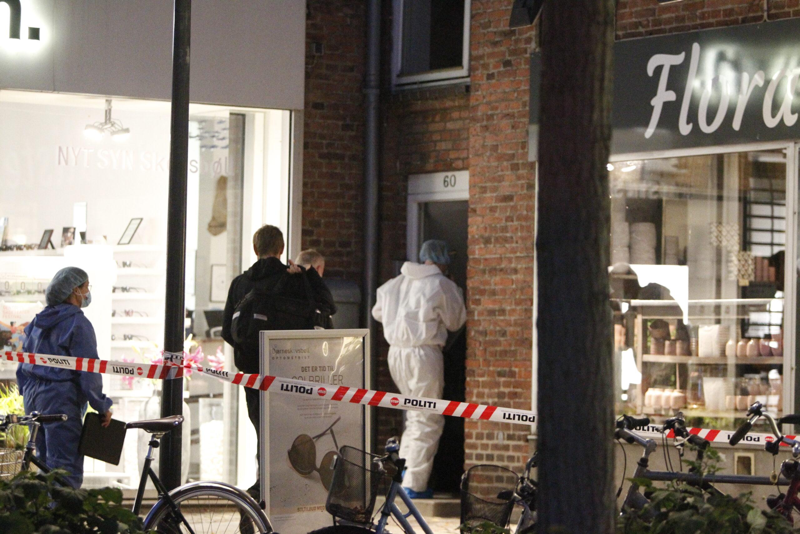 Stort politiaktion efter dødsfald i Gentofte - politi i DNA dragter